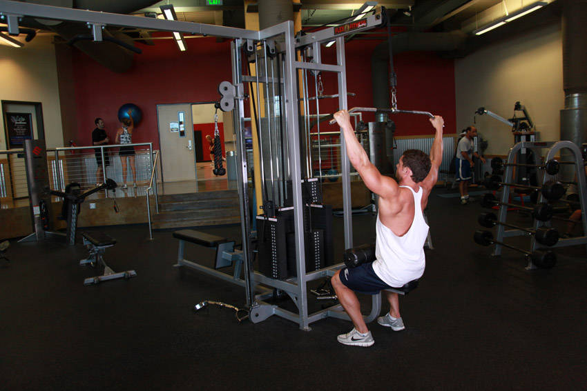 lateral pulldowns on cable machine
