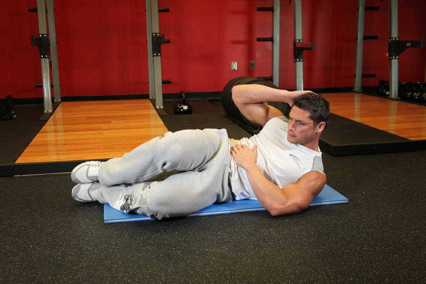 Oblique crunches on the floor exercise guide and video for Floor workout
