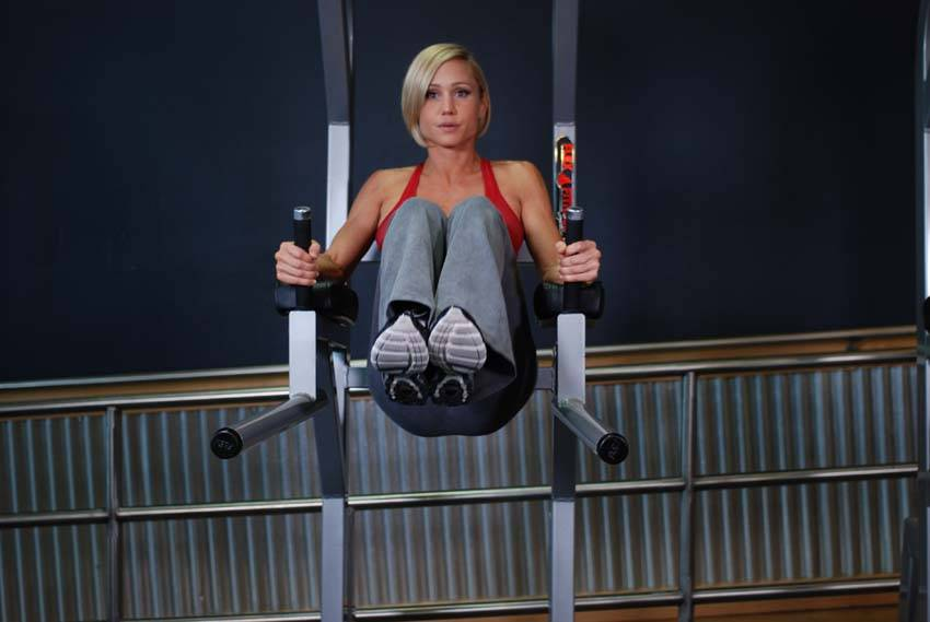 kneehip raise on parallel bars exercise guide and video