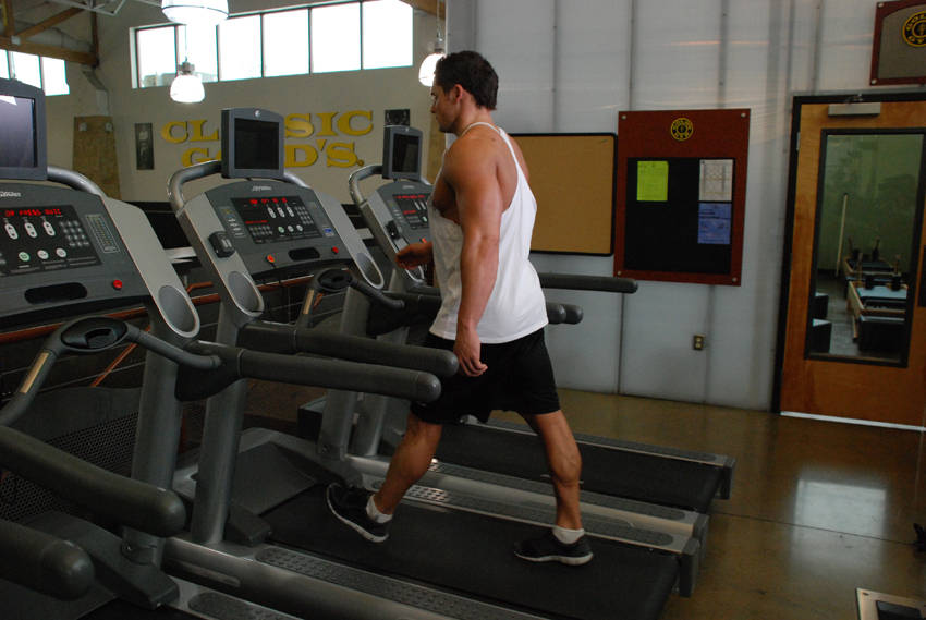 how to lose weight walking on a treadmill