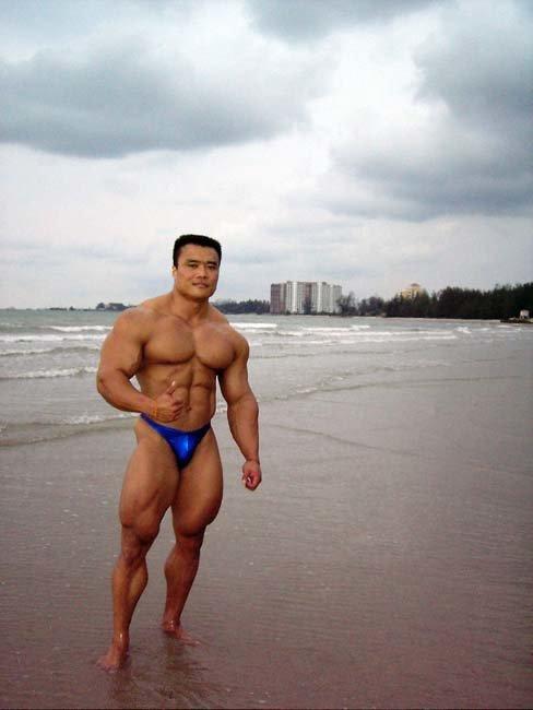 Leg Training With Massive IFBB Pro Wong Hong.