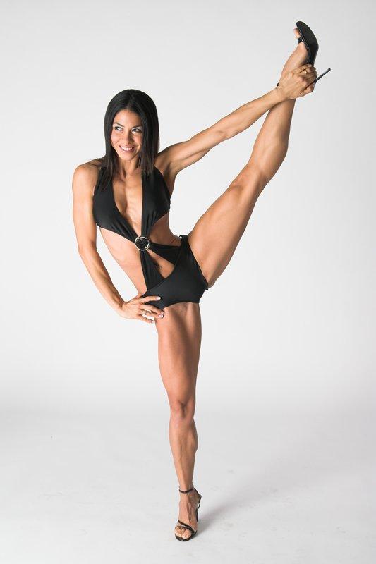 Hot and flexible gymnast fucks like a champ