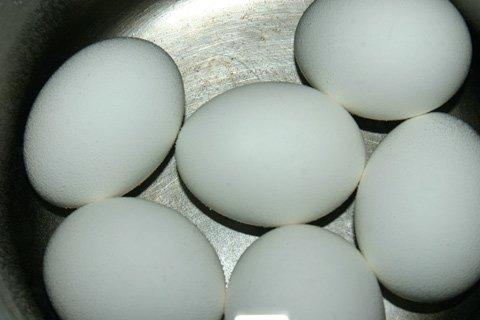 Если рецепт требует целого яйца пытаются использовать Intead яичный белок