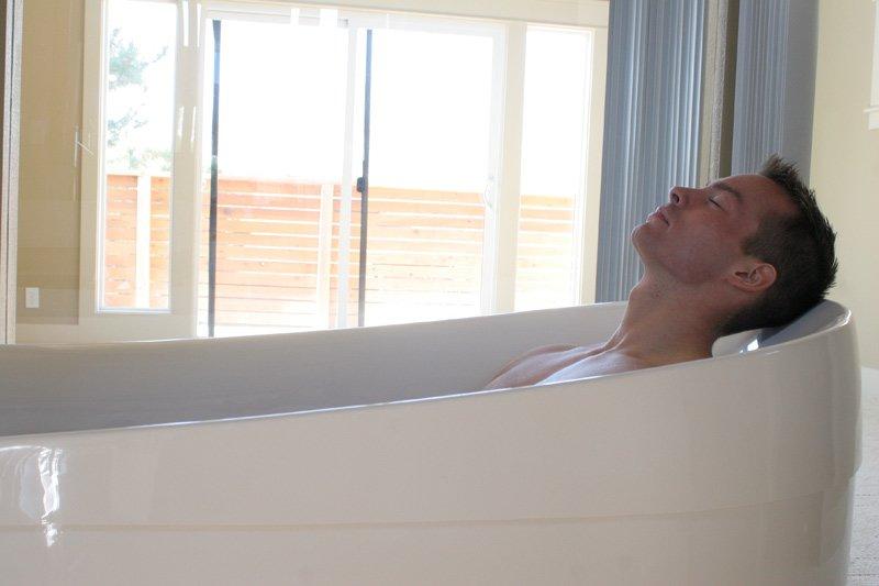 Man relaxing in tub