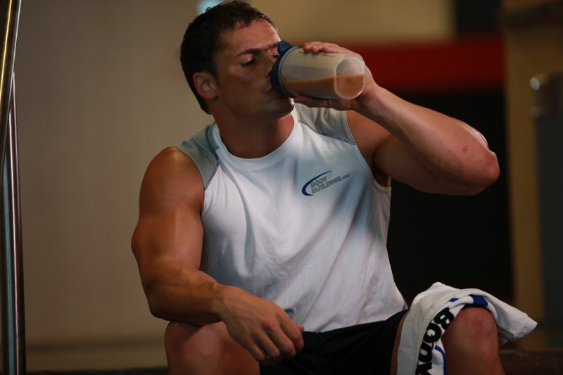 Whey protein supplies the body with a high amount of protein that helps to jump-start the muscle-growing process.