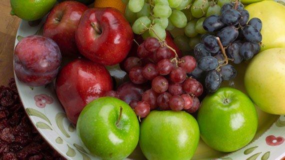 Le mele favoriscono l'aumento della forza muscolare e prevengono l'affaticamento dei muscoli, consentendo allenamenti più duri e più lunghi