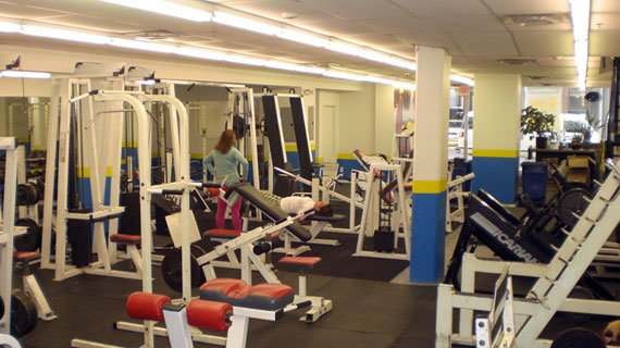 The high energy environment of WorldWide Weight Facility keeps all the patrons pumped and motivated.