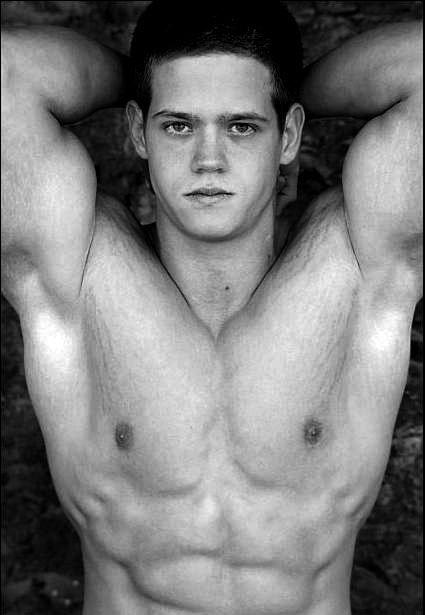 Bodybuilders.com - Amateur Bodybuilder Of The Week: Lowell Gloeckl!