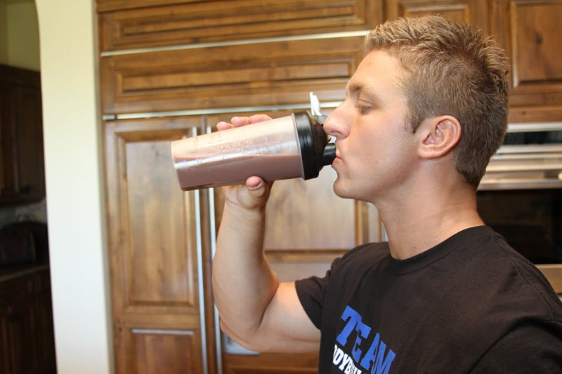 Приготовить протеиновый коктейль значительно проще стейка.