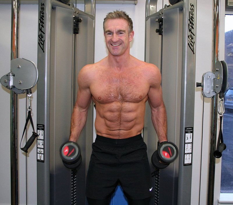 Over 40 amateur of the week shredded abs at age 43