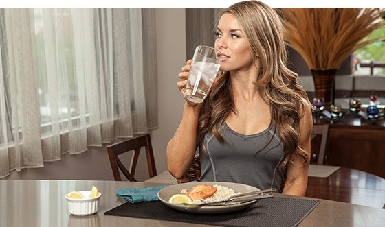 Water helps to flush out harmful toxins, as well as prime the body for fat loss.