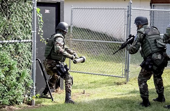 It S Essential That Swat Operators Possess A Combination Of Strength Sd And Agility We Carry Lot Extra Weight May Be Called Upon To Run Down