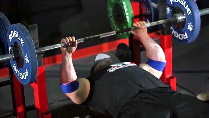 Exerciții complexe pentru bărbați în sala de gimnastică pentru pierderea în greutate