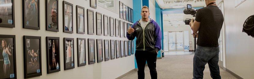 Jay Cutler Visits Bodybuilding.com