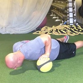 Offset medicine ball push-ups with shoulder touch