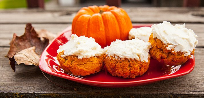 PROTEIN PUMPKIN ROLLS WITH PROTEIN CREAM CHEESE