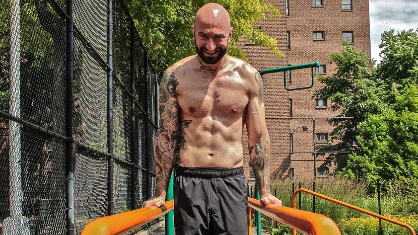 Bodyweight Bodybuilder: The Mass-Building Calisthenic Workout