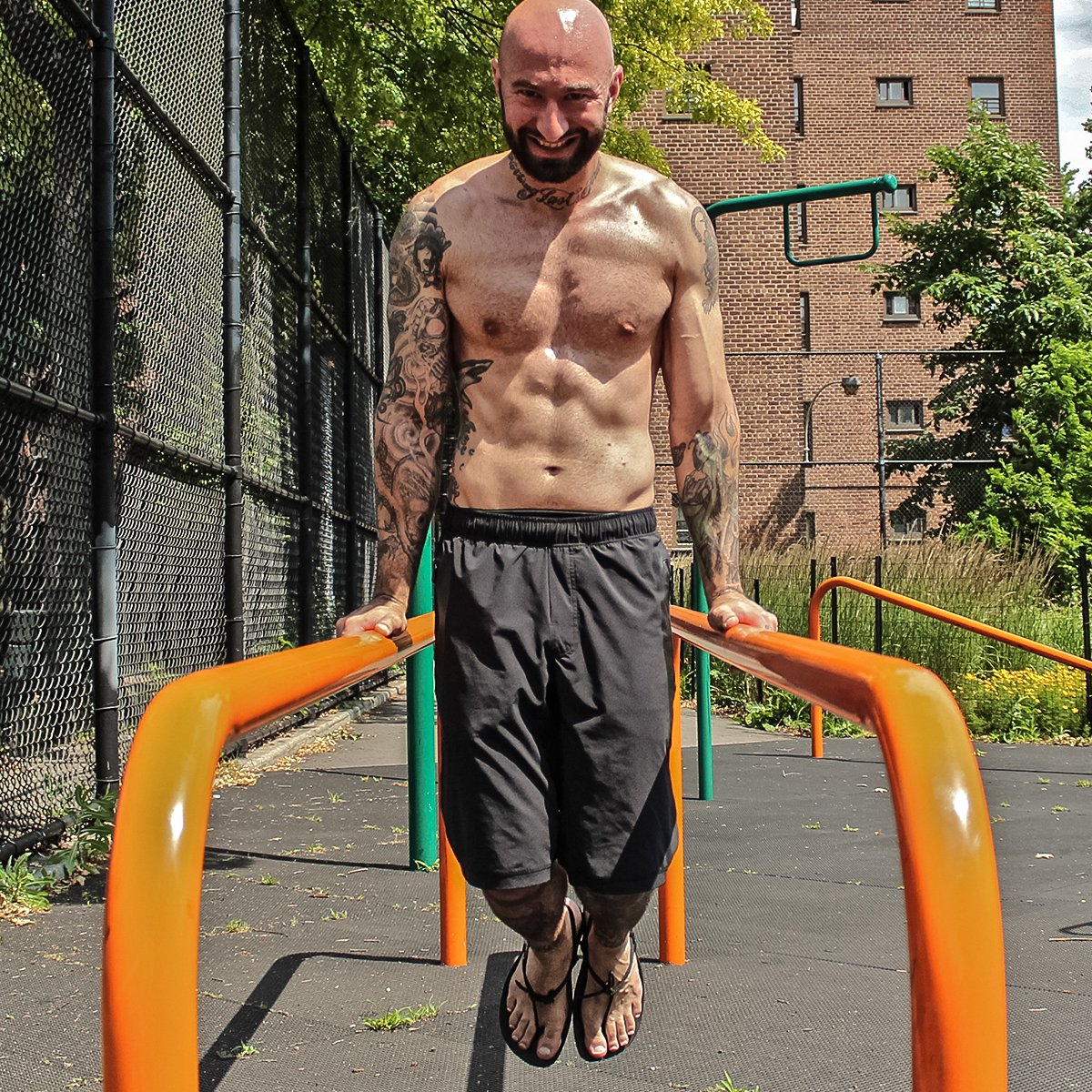 Calisthenics: Bodyweight Bodybuilder: The Mass-Building Calisthenic Workout