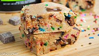 CONFETTI CHOCOLATE CHUNK PROTEIN BLONDIES