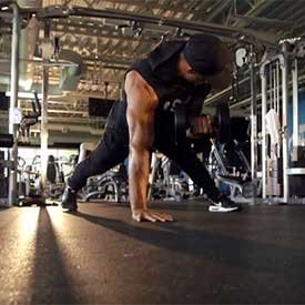 Single-arm plank dumbbell curl