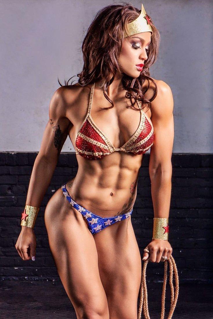20 Halloween Hotties | Bodybuilding.com
