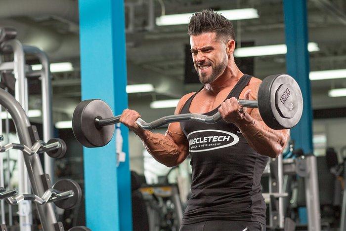 Desarrolle más bíceps cambiando sus repeticiones