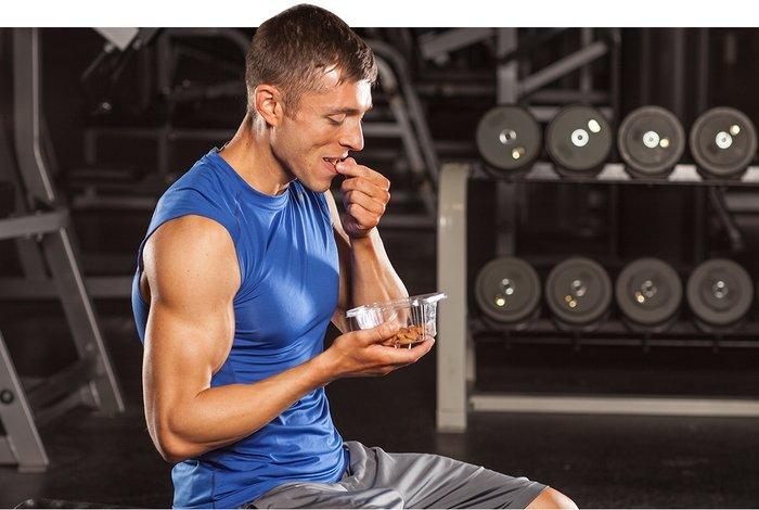 Daugelis žmonių mano, kad jei jie nemeta svorio, tai yra todėl, kad jie valgo per daug.  Taigi jie valgo mažiau.