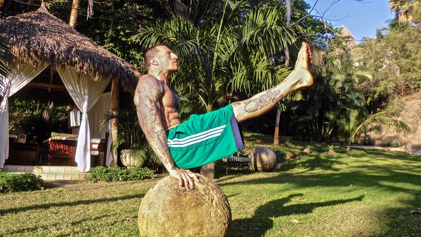 The 4 Essential Bodyweight Core Exercises