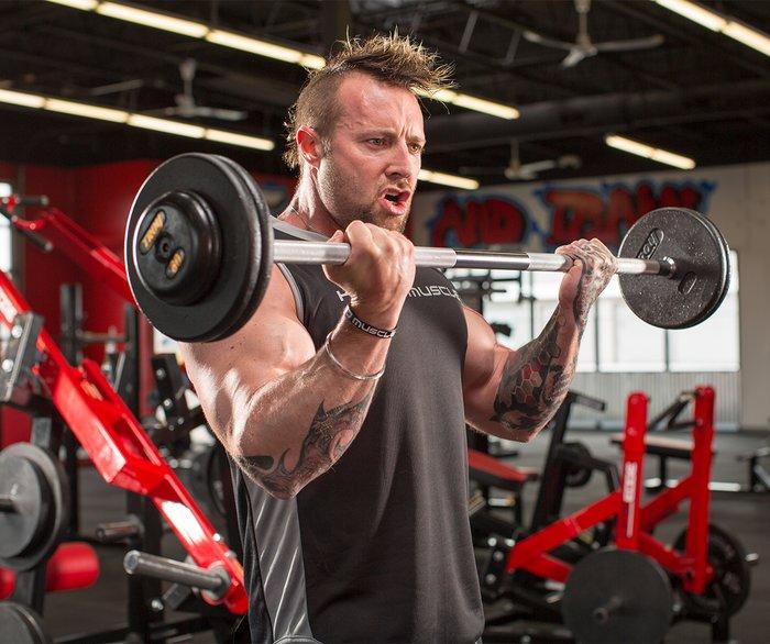 Los 3 mejores consejos de Kris Gethin para bíceps más grandes