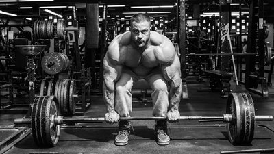 The Safest, Strongest Way To Deadlift