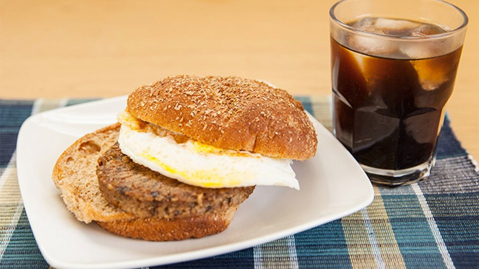 Fried-Egg-Topped Veggie Burger with Iced Coffee