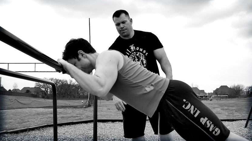 Get Bear-Wrasslin' Strong With This Upper-Body Bodyweight Workout