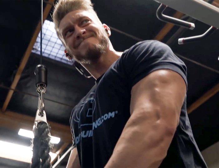 Tricepso nuleidimas su virvės tvirtinimu