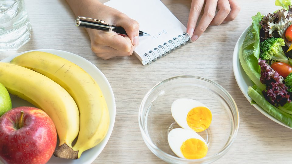 how protein should i eat to lose weight