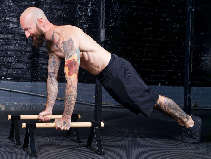 As for parallettes, wrist pain is one of the most common issues associated with floor exercises like planks, L-sits, and handstands.