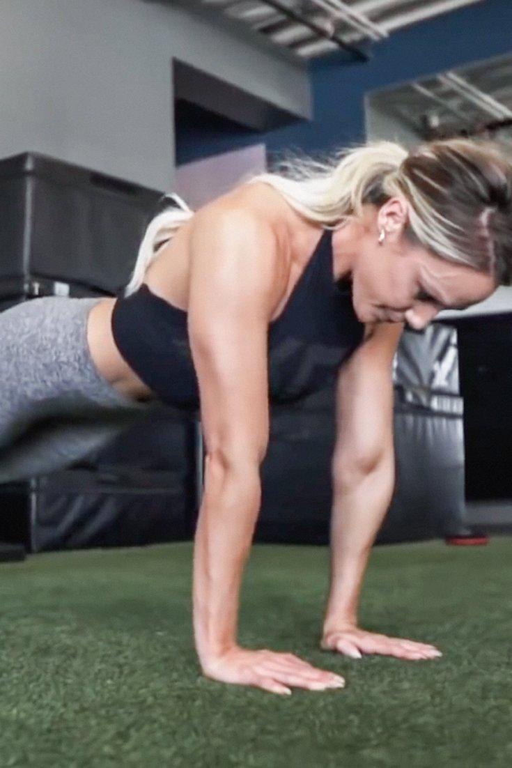 Tawna Eubanks 30 Min Upper Body Workout For Women Superset Circuit Leg Up On Fitness Pinterest