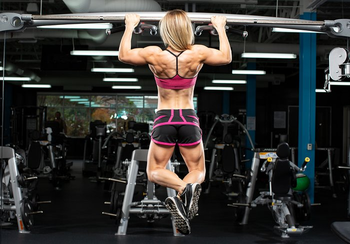 Female athlete performing a Chin-up