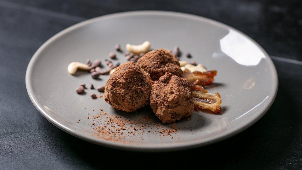 MetaBurn90: Cashew and Date Truffle
