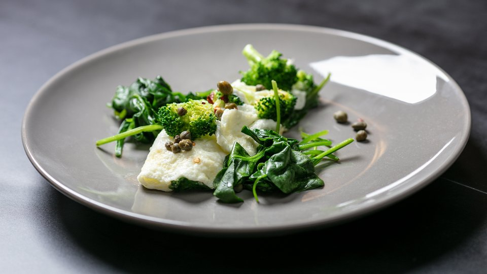 MetaBurn90: Egg White Omelet with Spinach, Broccoli, and Capers