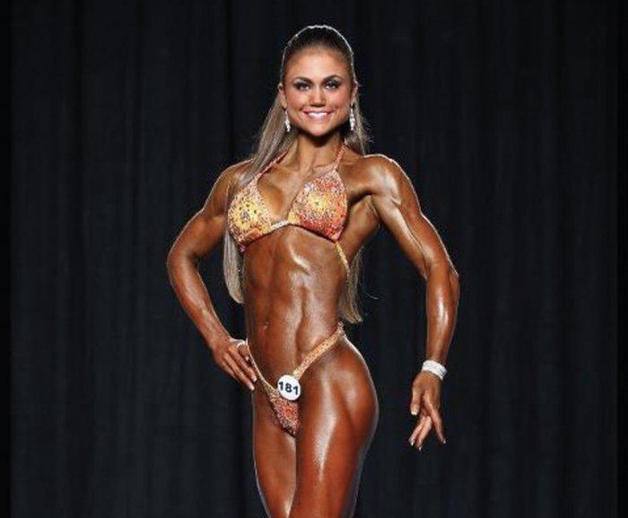 Tanya Etessam en competición.