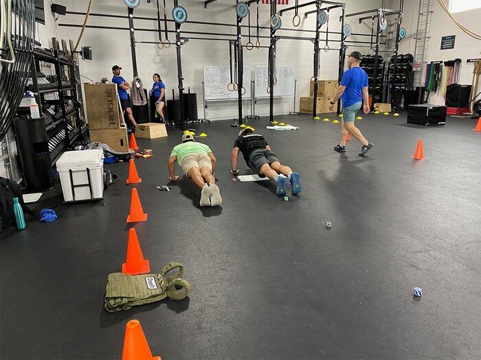 Training push-ups in a crossfit box.