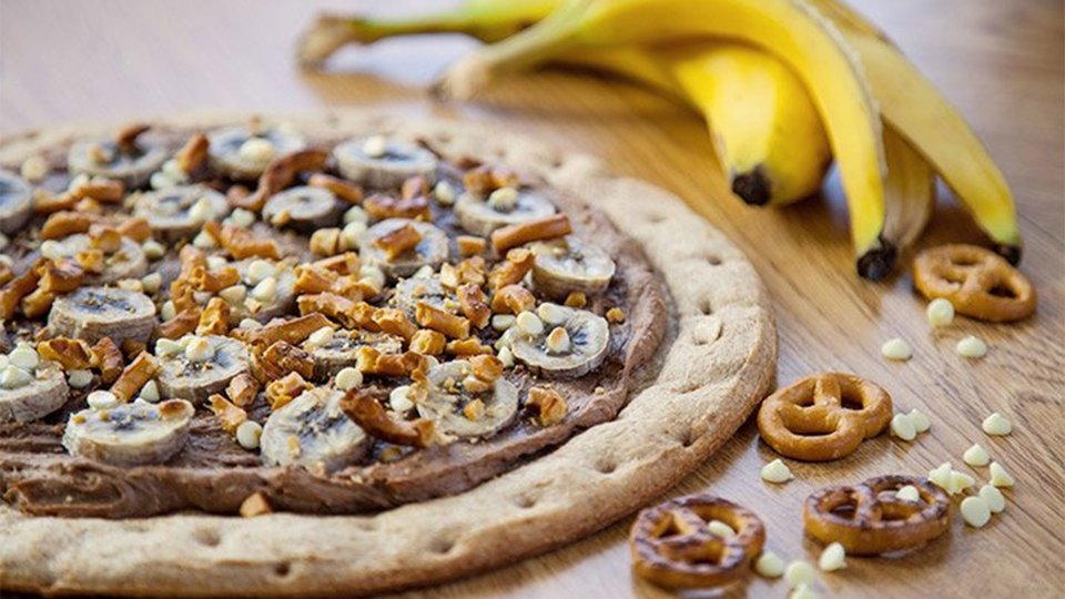 Peanut Butter And Banana Pretzel Pizza