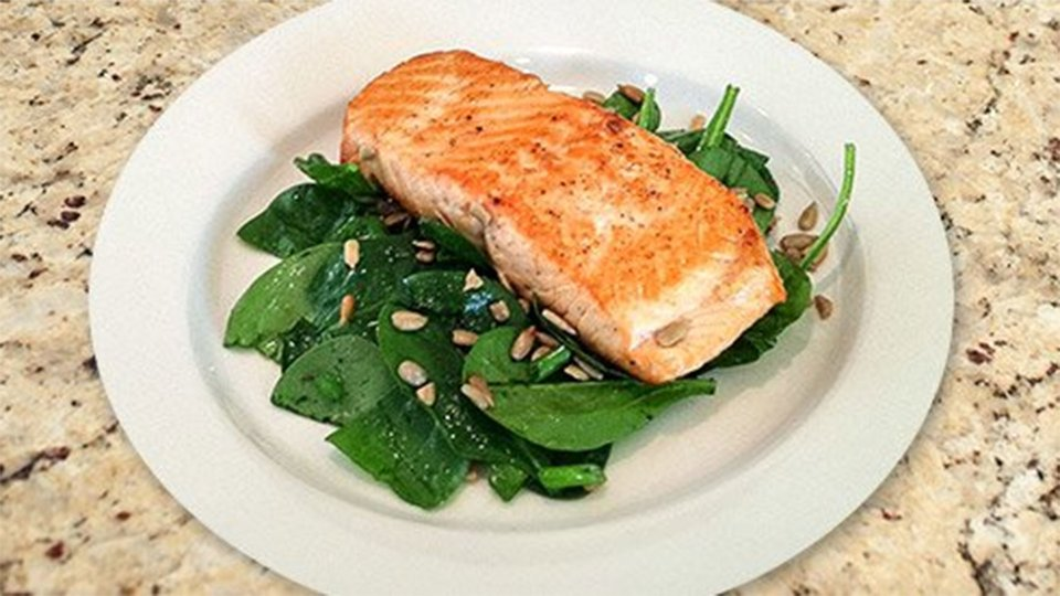 Spinach, Sunflower Seeds And Salmon Salad