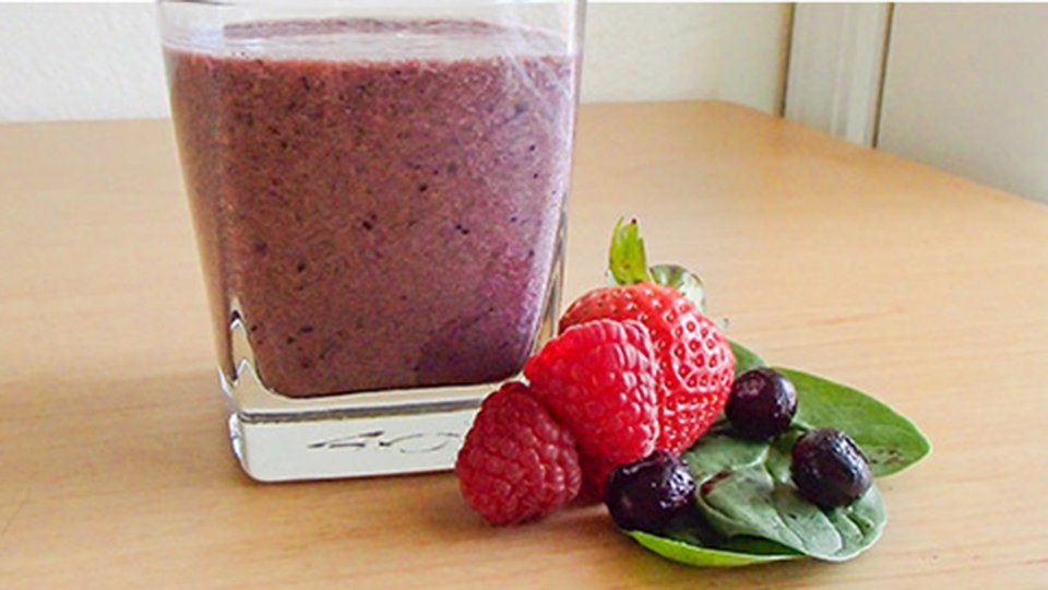 Antioxidant-Infused Berry Smoothie